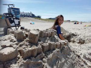 Zandkasteel gemaakt in het strand