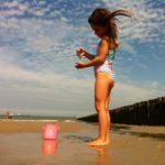 Spelen bij het strand